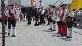 La guardia Change Procession ad Alba Iulia Fortress, Europa, Romania video d archivio