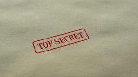 La guarnizione top-secret timbrata su fondo di carta in bianco, accesso limitato, si è chiusa archivi video