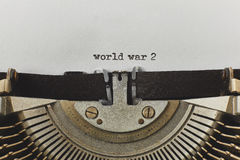 La guerre mondiale 2 a dactylographié des mots sur une machine à écrire de vintage Photo libre de droits