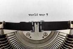 La guerre mondiale 3 a dactylographié des mots sur une machine à écrire de vintage Images stock