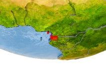 La Guinée équatoriale en rouge sur le modèle de la terre Images libres de droits
