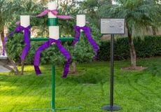 La guirlande d'avènement à la cathédrale du Christ dans le verger de jardin, la Californie images stock