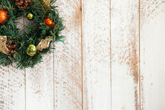 La guirnalda del pino del Año Nuevo está felicitando con Imagenes de archivo