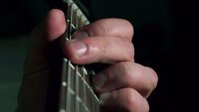 La guitarra chords el fingerboard almacen de metraje de vídeo