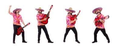 La guitarra que blande masculina mexicana aislada en blanco imagen de archivo libre de regalías