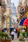 La Habana vieja con el edificio del capitolio en el fondo Fotos de archivo libres de regalías