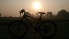 La hausse du soleil Image libre de droits