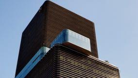 la haute Gaysorn tour de 30-storey monte dans le ciel bleu Photo stock