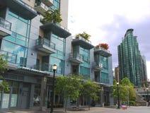 La haute moderne monte à Vancouver au centre ville photos stock
