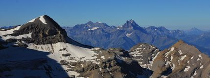 La haute montagne bosselle du Midi, vue de fard à joues de sexe Photographie stock libre de droits