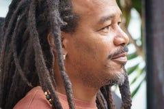 La Havana, Cuba, o 8 de janeiro de 2017: cultura afro-caraíbica e do rasta da rua em Callejon de Hamel no La Havana Há um estrept foto de stock royalty free