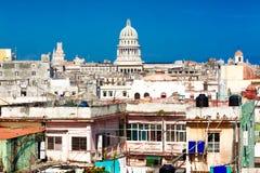 La Havane comprenant le capitol et les constructions minables Image stock