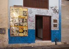 LA HAVANE, CUBA - 27 JANVIER 2013 : Restaurant Bodeguita del Medio Affiche avec des autographes au sujet d'une entrée Ce restaura Photographie stock libre de droits