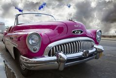 LA HAVANE, CUBA 27 JANVIER 2013 : Vieille rétro voiture sur la rue à vieille La Havane, Cuba Images stock