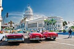 LA HAVANE, CUBA - 8 JUILLET 2016 Voitures américaines classiques de vintage, COMM. photographie stock libre de droits