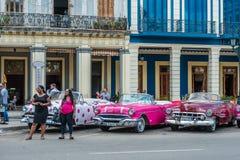 LA HAVANE, CUBA - 22 OCTOBRE 2017 : Havana Cityscape avec de vieux véhicules Images stock
