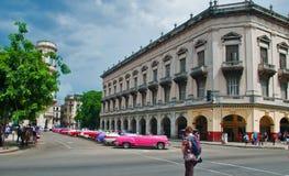 LA HAVANE, CUBA - SEPTEMBRE 10, 2016 Vue de vieille rue de La Havane avec le type Photo stock