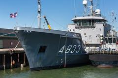 La Haya, La Haya/Países Bajos - 01 07 18: luymes del ms de la hora de la nave que examina en el puerto de La Haya Países Bajos imagen de archivo