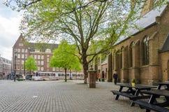 La Haye, Pays-Bas - 8 mai 2015 : Les gens chez Grote de Sint-Ja Image libre de droits