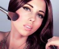 La hembra atractiva hace el cambio de imagen Fotografía de archivo libre de regalías