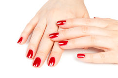 La hembra hermosa da la manicura roja Imagen de archivo libre de regalías