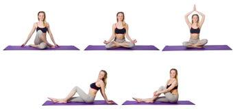 La hembra joven que hace ejercicios en blanco foto de archivo