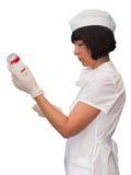 La hermana médica recoge medicaciones adentro Foto de archivo libre de regalías