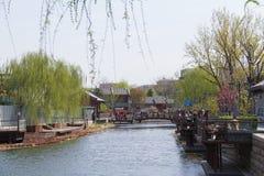 La hermosa vista de Shichahai bajo tiempo agradable Fotos de archivo
