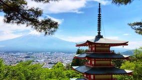 La hermosa vista del monte Fuji de la pagoda en el parque de Arakurayama Sengen La pagoda se coloca perfectamente para espectacul fotos de archivo libres de regalías
