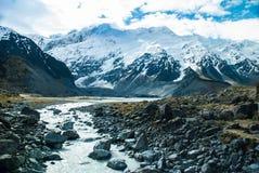 La hermosa vista y el glaciar en soporte cocinan, sur es Foto de archivo