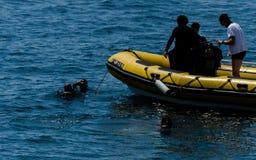 LA HERRADURA,西班牙- 2018漂浮o的6月14日A小组潜水者 库存图片
