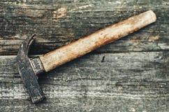La herramienta en la madera Foto de archivo