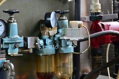 La hidráulica engrasa la estación en la máquina-herramienta en el equipo industrial Sistema lubricante con aceite bajo presión Imagen de archivo libre de regalías