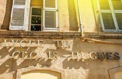 La High School del liceo segna la facciata con lettere in Aix, Francia fotografia stock libera da diritti