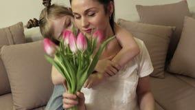 La hija desea a la mamá en día de madres metrajes