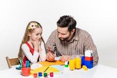 La hija y el padre que unen Fotografía de archivo
