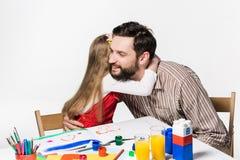 La hija y el padre que unen Foto de archivo libre de regalías