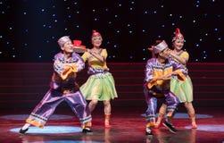 La historia del mejor hombre y criada-ella danza popular aduana-china de la nacionalidad Imagenes de archivo