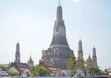 La historia del templo Wat Arun de Tailandia Imagenes de archivo
