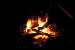 La hoguera está quemando Imagenes de archivo