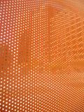 La hoja anaranjada con los puntos abiertos que dejan en dígitos binarios se enciende Imagenes de archivo