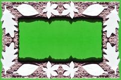 La hoja cortó del Libro Blanco en marco del papel marrón Fotos de archivo libres de regalías