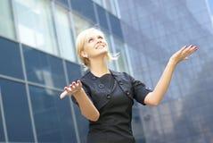 La holding della donna di affari passa in avanti Fotografia Stock