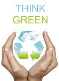 La holding della mano ricicla il segno di eco fotografia stock