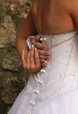 La holding della sposa governa la mano Fotografia Stock