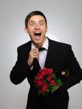 La holding romantica del marito di Expressions.Happy è aumentato Fotografia Stock