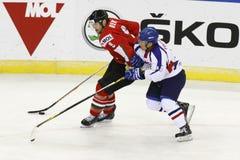 La Hongrie contre le match de hockey sur glace de championnat du monde de la Corée IIHF Image stock