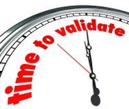 La hora de validar palabras que el reloj confirma el control verifica resultados Fotografía de archivo libre de regalías