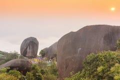 La huella de la puesta del sol del festival de Buda hermoso de la adoración en Tailandia Imágenes de archivo libres de regalías