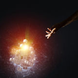 La idea de nuevas tecnologías y la integración presentaron por la figura del cubo Fotografía de archivo libre de regalías